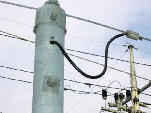 Detail of overhead groundwire attachment to hollow steel cap,电能质量,雷电 电能质量,雷电 致力于实现优质的电能质量- 甚至发生雷电时也不例外 Pic217