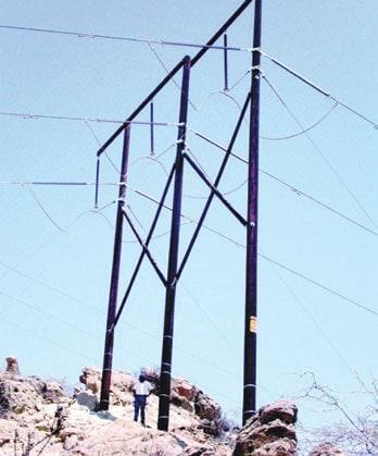REP 220 kV transmission line in desert area. 为解决复合绝缘子问题, 南美电力部门计划实施带电更换 为解决复合绝缘子问题, 南美电力部门计划实施带电更换 Pic239