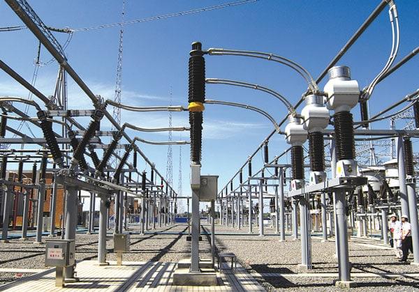 Top: View of 110 kV switchyard at Jindongnan. 1000kv项目为今后特高压交流输电奠定了基础 1000kV项目为今后特高压交流输电奠定了基础 Pic811