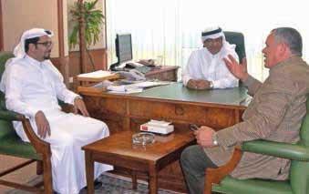 GCCIGCCIA执行总裁Al- Mohaisen (中)和运行主任 Al-Shahrani(左)与 Znaidi讨论工程。 400kV超级电网互联阿拉伯海湾各国的模块化高压直流系统 400kV超级电网互联阿拉伯海湾各国的模块化高压直流系统 Article 2 of the week Apr 22 2