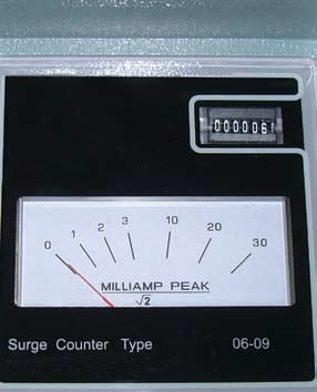 Figure 2: Typical surge counter face with analog leakage meter and electro/mechanical counter. 在线避雷器状态监测和离线避雷器现场测试最新技术概览 在线避雷器状态监测和离线避雷器现场测试最新技术概览 Topic 3 Oct 13 Weekly 3