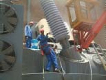 Bushing of 400 kV transformer being coated. flashover Flashovers Combatted at South African Substation Topic 5 June 8 02