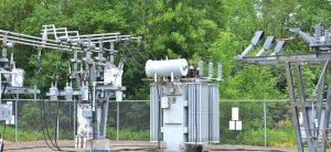 变电站与林区接 壤之处面临鸟类 和食肉动物入侵 的风险最大 配电站安装保护装置减少野生动物引发的停电 配电站安装保护装置减少野生动物引发的停电 Topic 5 Nov02