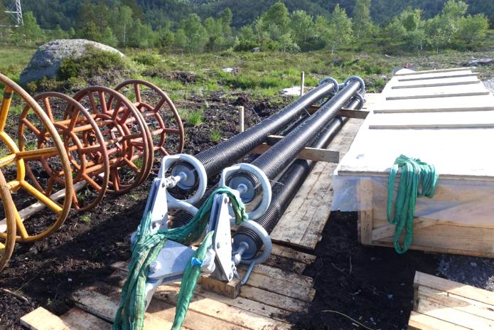 hvdc line Design & Installation of Composite Insulators for New ±525 kV DC Line Insulators with added plastic sheaths