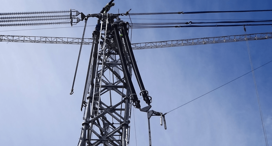 hvdc line Design & Installation of Composite Insulators for New ±525 kV DC Line Raising of tension string to horizontal position