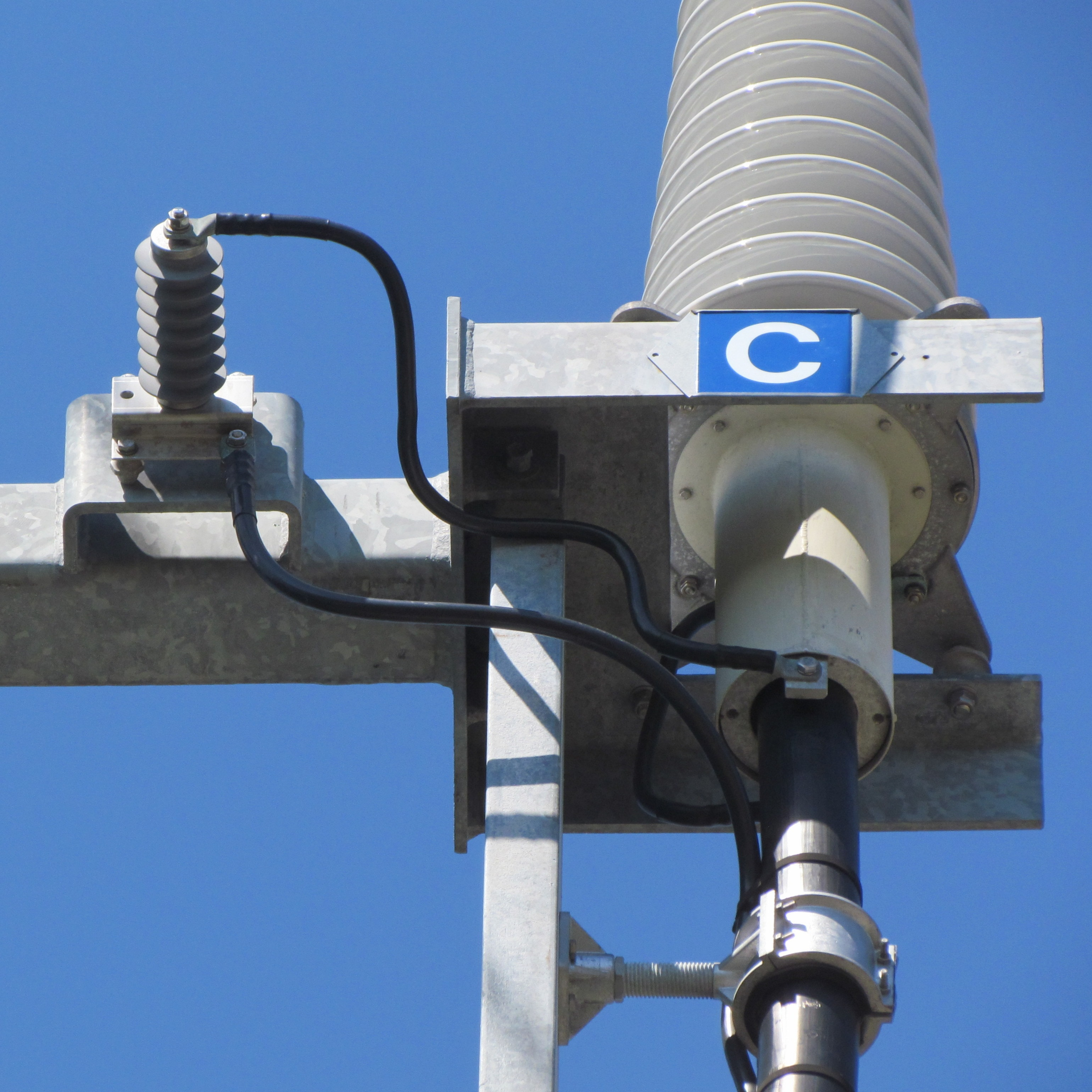 Typical installation of an SVL. power cables Sheath Voltage Limiters Protect HV Power Cables SVL Photo for INMR 1