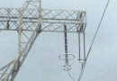 line arrester Application Experience with Transmission Line Arresters Suspension tower side phase arrester and insulator string 130x90