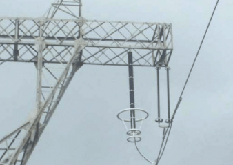 line arrester Application Experience with Transmission Line Arresters Suspension tower side phase arrester and insulator string 338x239   Suspension tower side phase arrester and insulator string 338x239