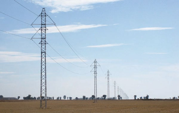 Mudarra-La Olma line presents comparatively little visual impact, even in the flat agricultural terrain through which it runs.  transmission structure The World's Remarkable Transmission Structures Pic335