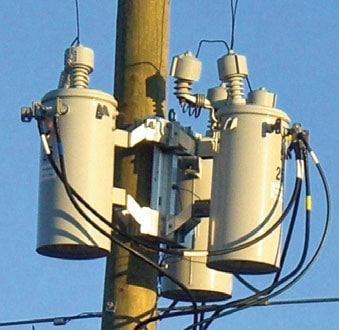 Figure 3: Cover type wildlife protective devices on Duke Power system. arrester Wildlife Protective Devices for Arresters Pic423