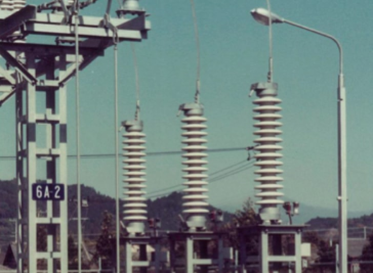 Challenges in Continued Development of Metal Oxide Surge Arresters (Part 1 of 2) World   s first MO surge arrester installation at Hayato Substation of Kyushu Power